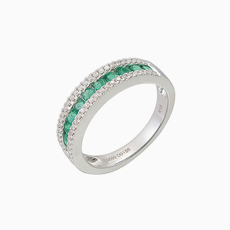 Green Emerald and diamond ring 3641